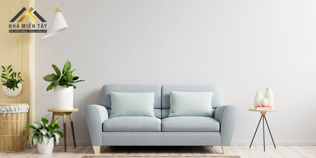 Minimalism chủ yếu sử dụng những đường nét đơn giản, những đồ dùng nội thất gọn gàng. Màu sắc sử dụng trong phong cách thiết kế nội thất này chủ yếu là màu trung tính, có không quá ba màu trong không gian nội thất theo phong cách này: một màu nền, một màu chủ đạo và một màu nhấn. và thường sử dụng những khối hình học đa dạng như hình vuông, hình chữ nhật, hình tròn…